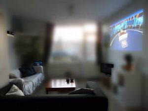 tv kijken op je beamer met daglicht beamer kopen